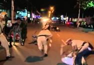 Xe ô tô tông 2 xe máy khiến 2 đại úy công an cùng bảo vệ dân phố bị thương nhập viện
