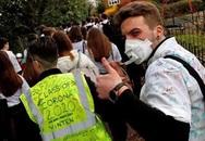 Bé trai 13 tuổi tử vong vì virus corona gây rúng động tại Anh