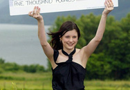 Cuộc sống địa ngục của cô gái 16 tuổi trúng độc đắc 50 tỷ đồng