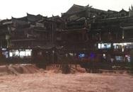 Phượng Hoàng cổ trấn ngập lụt giữa lo lắng vỡ đập Tam Hiệp