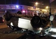 Hà Nội: Xe Porsche Cayenne rơi từ bờ kè xuống lật chổng 4 bánh lên trời