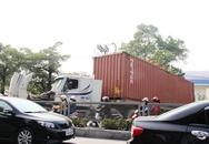 Tp Hạ Long: Xe Container chết máy chắn ngang đường, ô tô vô tư đi ngược chiều