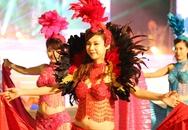 """Chân dài """"thiêu cháy"""" mắt du khách tại Carnaval Hạ Long"""