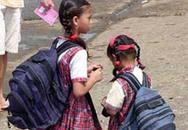 Trẻ em đeo cặp nặng bị đau lưng