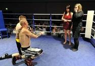 Cả 2 võ sĩ quyền anh cùng cầu hôn bạn gái ngay trên võ đài