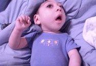 3 năm sống sót kỳ diệu của cậu bé không não