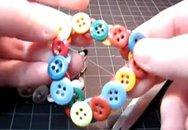 Làm vòng đeo tay từ nút áo
