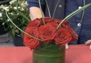 Cách cắm hoa hồng lọ nhỏ