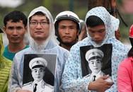 Nghẹn ngào người dân Quảng Bình đội mưa đến viếng Đại tướng