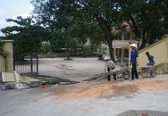 Thanh Hóa: Ô tô kéo sập cổng trường, 5 người thương vong