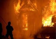 Cháy căn hộ, 2 trẻ bị thương vong