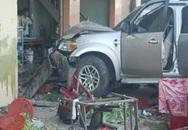 Đi đám cưới, 7 người tử nạn do ô tô đâm