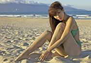 Hà Anh diện áo tắm sexy trên biển