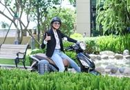 Thu nhập khủng, siêu mẫu Thanh Hằng vẫn thích đi xe máy