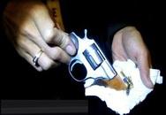 Mang súng đi tìm vợ, tự bắn mình bị thương