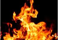 Nhân viên bán xăng bị thiêu cháy trong tư thế trói chân tay