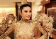 """Hoa hậu Trung Quốc bị quê nhà """"ném đá"""" vì Quốc phục xuyên thấu"""