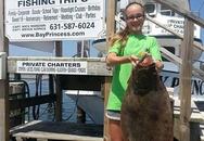 Kỳ lạ cô bé 13 tuổi câu được cá bơn dài... gần 1m