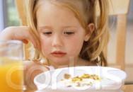 5 lý do để hạn chế cho trẻ uống nước hoa quả