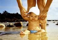 Mẹo nhỏ chữa tính sợ nước của bé