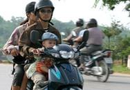 Kiểm tra việc đội mũ bảo hiểm: Không giữ xe nhưng tăng tiền phạt