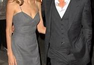 "Angelina Jolie lộ đầu gối ""củ lạc""!"