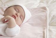 Bé sơ sinh không nên ủ nhiều