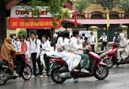 """Chuyện cấm học sinh đi xe máy đến trường: """"Nước đổ đầu vịt""""!"""
