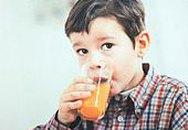 Cho trẻ uống nước hoa quả có nguy hiểm?