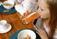 Cách để trẻ không uống quá nhiều nước hoa quả