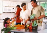 Ngày nào cũng cho trẻ ăn rau: Nên hay không?