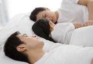 Trẻ ngủ cùng giường với bố mẹ không tốt