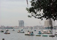 """Nguy cơ tái diễn nhà thuyền trên hồ Giảng Võ: Quận bảo, doanh nghiệp """"phớt"""""""