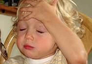 Trẻ có thể liệt chân tay chỉ vì... cảm sốt