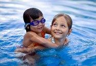 10 bí quyết giúp bé biết bơi nhanh