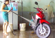 Kiều nữ... rửa xe