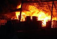 """""""Bà hỏa"""" thiêu hơn 500m² cơ sở phế liệu"""
