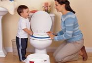 Dạy con cách đi vệ sinh trong toilet