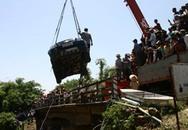 Ô tô lao xuống sông Nhuệ, 3 người chết