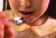 Bé 2 tuổi ngộ độc vì uống thuốc quá liều 10 lần
