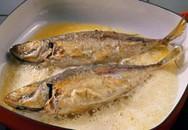 Mẹo rán cá không dính chảo