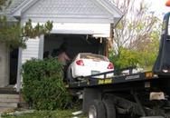 Cặp tình nhân suýt chết khi bị ôtô đè trong phòng ngủ