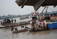 Tránh xe máy, xe khách và phà cùng chìm sông