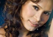 Hoa hậu Ngọc Khánh mỉm cười sau muộn phiền