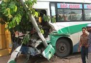 Xe khách Bắc-Nam đâm xe tải, hàng chục người suýt chết