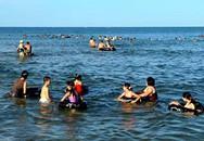 Một học sinh lớp 12 bị cuốn trôi khi tắm biển