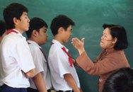 Cô giáo thẳng tay tát vào mặt học sinh