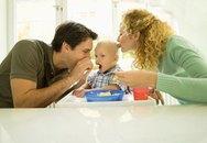 Tập cho bé ăn thức ăn người lớn?