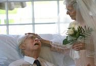 Vợ chồng già mặn nồng sau 72 năm chung sống