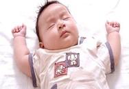 Không nên cho trẻ sơ sinh nằm gối
